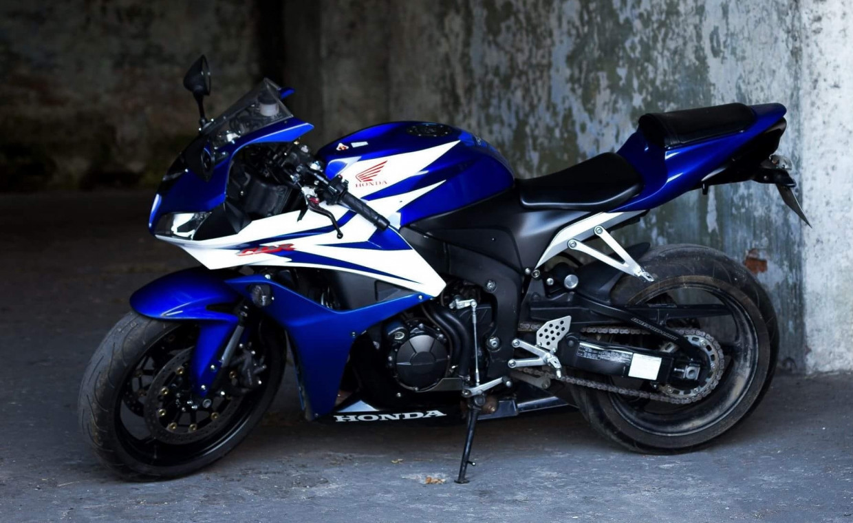 Motorcycles for rent, Honda CBR600RR 88kW rent, Kaunas